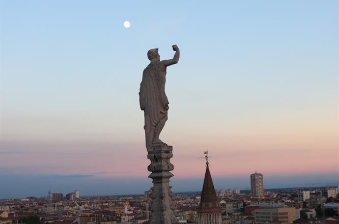Guglie + San Gottardo Duomo Di Milano
