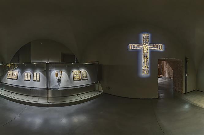 DSC06909 MI Ms Duomo Crocifissi R X10j TTW